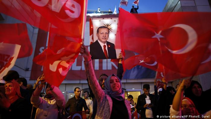 土耳其政府宣布修宪成功 在野党提出质疑