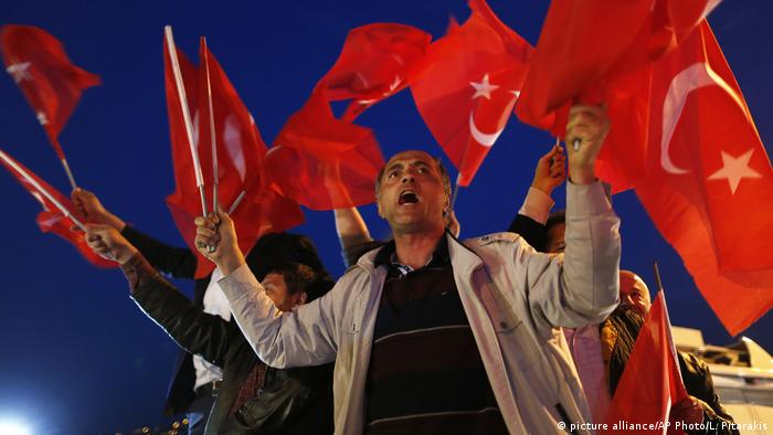 Türkei Referendum | (picture alliance/AP Photo/L. Pitarakis)