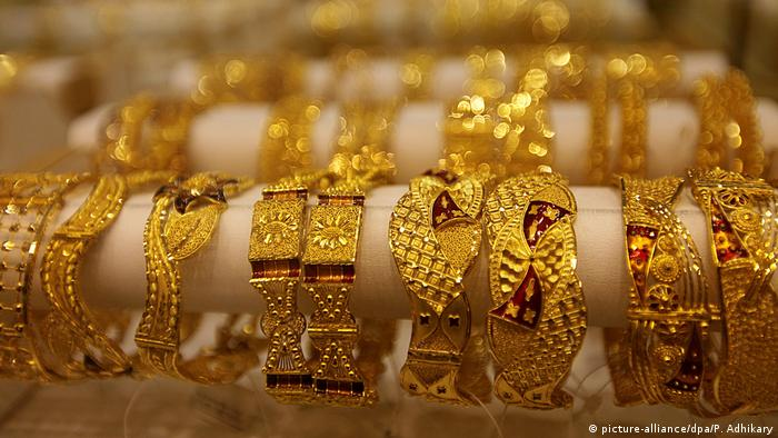 Goldschmuck (picture-alliance/dpa/P. Adhikary)