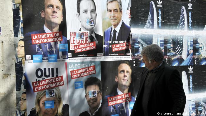 Frankreich Wahlkampfplakate in Paris (picture-alliance/abaca/A. Alain)