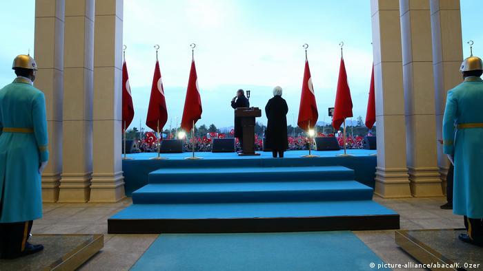 Erdogan s pristašama nakon održavanja referenduma
