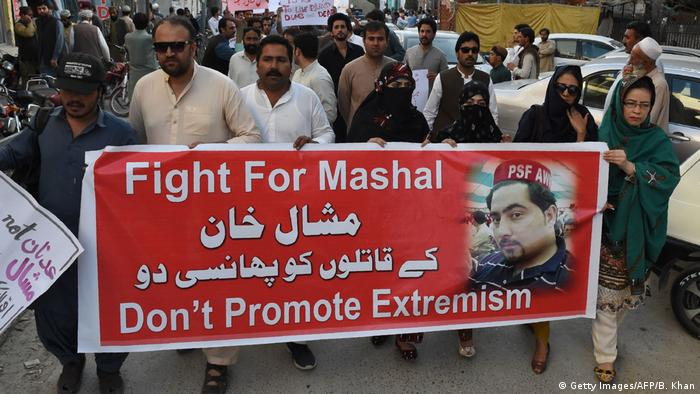 Pakistani civil society members and university students carry a banner and signs as they protest against the killing of Mashal Khan (Getty Images/AFP/B. Khan)