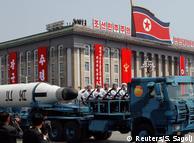 Північна Корея розробляє ракети з дедалі більшим радіусом дії. Військовий парад у Пхеньяні, 15 квітня 2017 року