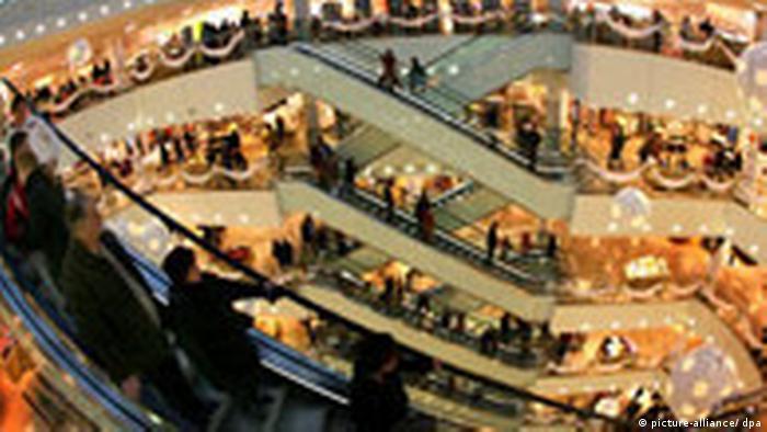 Imagine din 2008, surprinsă în preajma Crăciunului într-un mall din oraşul german Leipzig