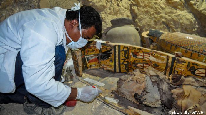 Oito múmias egípcias do tempo dos faraós são descobertas
