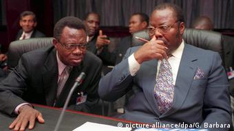 Ο πρώην υπουργός Πετρελαίου της Νιγηρίας Νταν Ετέτε (δεξιά)