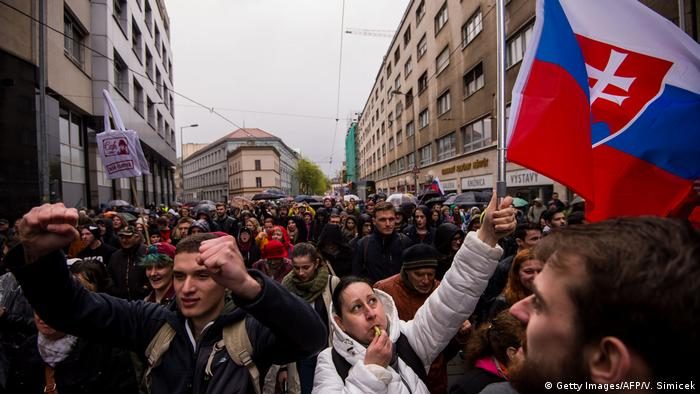 Slowakei Bratislava Demonstration gegen Korruption (Getty Images/AFP/V. Simicek)
