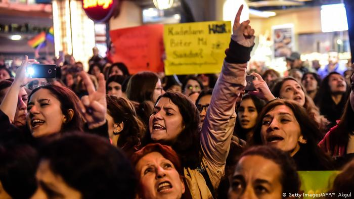 Türkei Proteste nach dem Referendum in Istanbul (Getty Images/AFP/Y. Akgul)