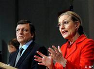 Benita Ferrero-Waldner (dcha.) y José Manuel Barroso.
