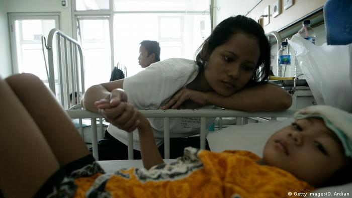 Indonesien Dengue Fieber Patient im Krankenhaus (Getty Images/D. Ardian)