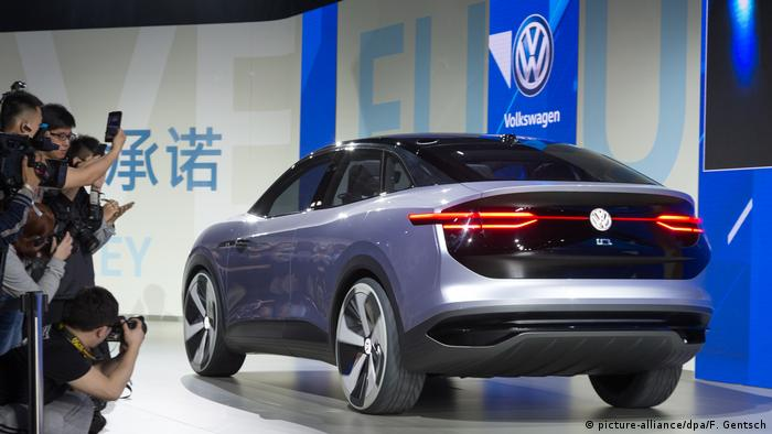 China Shanghai - Volkswagen Crossover Utillity Vehicle (picture-alliance/dpa/F. Gentsch)