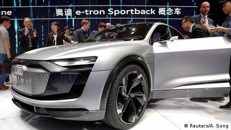 Автомобіль Audi e-tron на Шанхайському автосалоні - 2017