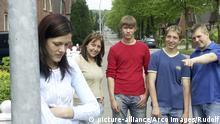 Budi muško na Balkanu Ankete pokazuju da oko 70 odsto mladih u zemljama Balkana opravdava nasilje nad ženama. Mladići i dečaci sada polako menjaju stereotipe. Šta znači biti muško na Balkanu?