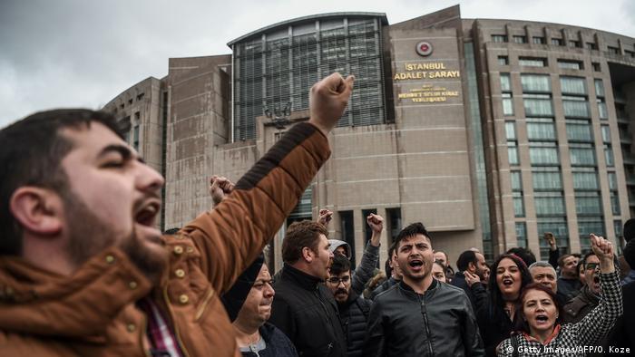 اللجنة العليا للانتخابات في تركيا ترفض إلغاء الاستفتاء