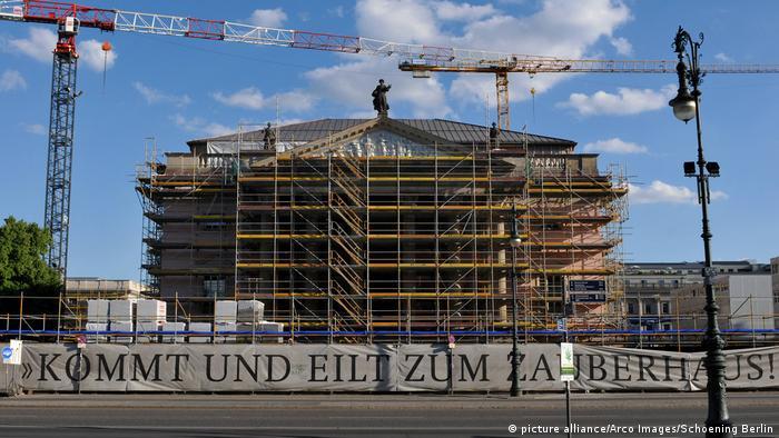 Construction site of the Staatsoper unter den Linden (picture alliance/Arco Images/Schoening Berlin)