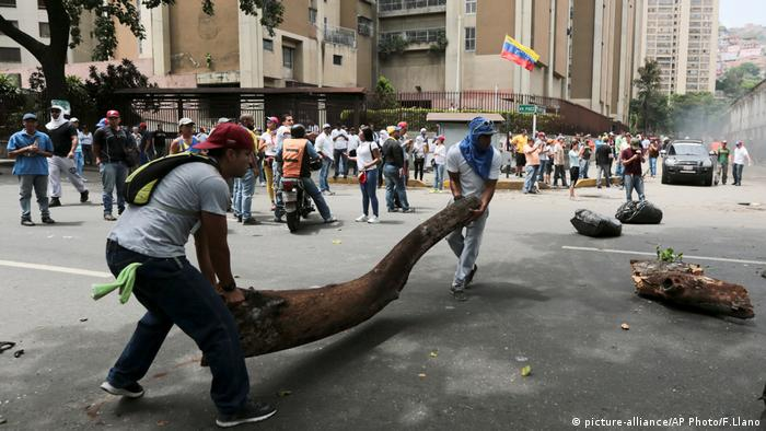 Venezuela Protest Opposition Marsch Demo (picture-alliance/AP Photo/F.Llano)
