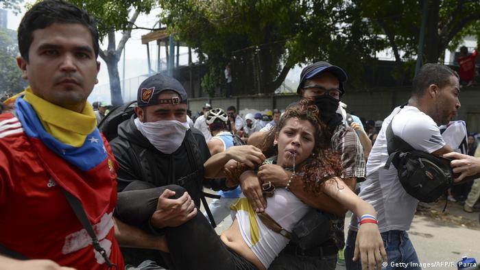 Venezuela Schwere Ausschreitungen bei Protesten (Getty Images/AFP/F. Parra)