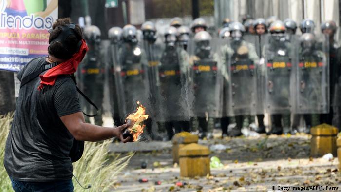 کارشناسان معتقدند که ناآرامیهای ونزوئلا در نوسان بهای نفت نقشی ندارد