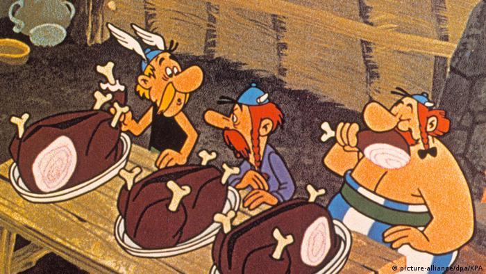 Asterix Der Gallier: Asterix, Obelix und ein als Gallier verkleideter römischer Spion beim Wildschweinessen