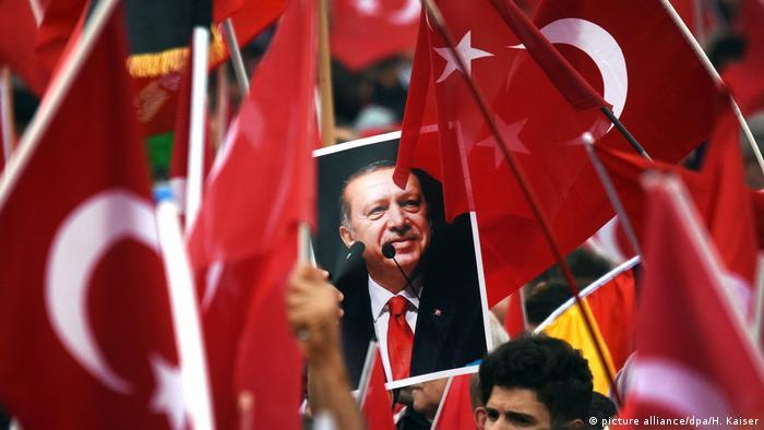 Deutschland Erdogan Anhänger in Köln (picture alliance/dpa/H. Kaiser)