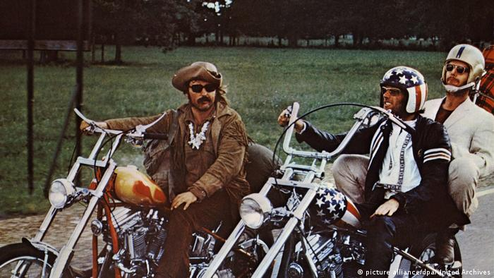 Film still Easy Rider Peter Fonda, Dennis Hopper and Jack Nicholson on motorcycles (picture alliance/dpa/United Archives)