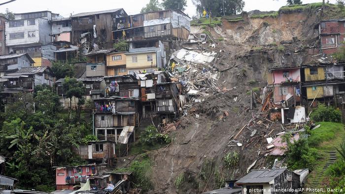 Kolumbien Zahlreiche Tote durch Schlammlawine (picture alliance/dpa/AP Photo/L. Garcia)