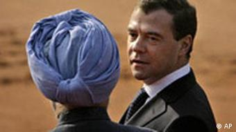 Russian President Dmitri Medvedev (right) and Indian PM Manmohan Singh (left)