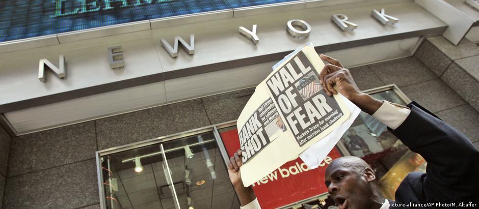 Protestos diante da central do Lehman Brothers em Nova York, em setembro de 2008