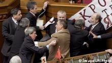 Ukraine ehemaliger Parlamentsabgeordneter Mykola Martynenko (vorn re.)