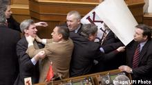 Ukraine ehemaliger Parlamentsabgeordneter Mykola Martynenko (2.v.li)