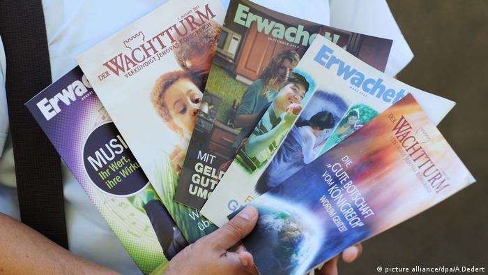 Publikationen der Zeugen Jehovas (picture alliance/dpa/A.Dedert)