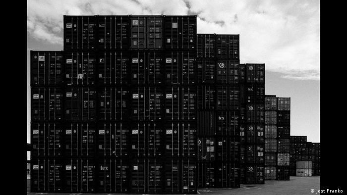 Container, Schwarzweiß-Foto von Jost Franko (Jost Franko )