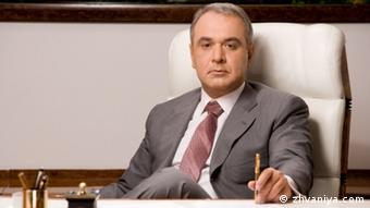 Давид Жванія в інтерв'ю українським ЗМІ зізнавався, що працював з Мартиненком за принципом 50 на 50