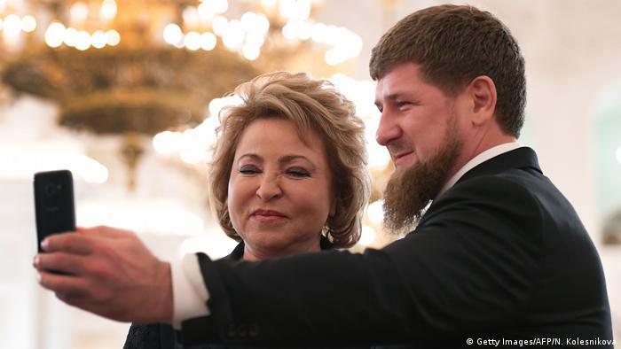 Рамзан Кадыров делает селфи с Валентиной Матвиенко, главой Совета Федерации