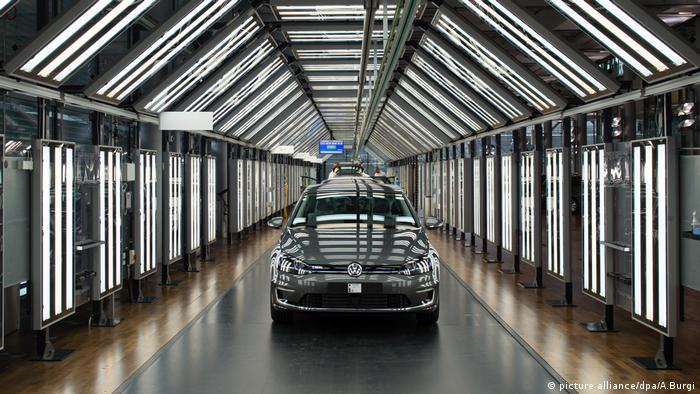 E-Golf Volkswagen VW (picture alliance/dpa/A.Burgi)