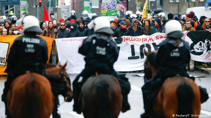 Deutschland Bundesparteitag der AfD in Köln Proteste