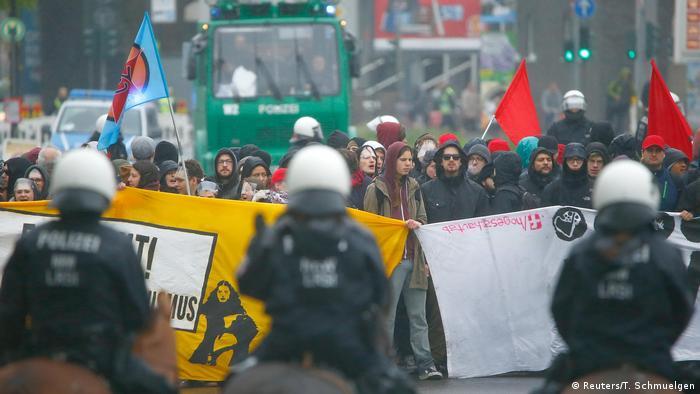 Демонстранти і поліція в Кельні