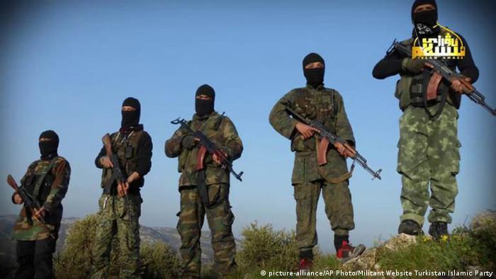 Syrien - Chinesische Dschihadisten (picture-alliance/AP Photo/Militant Website Turkistan Islamic Party)