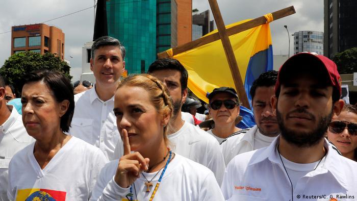 Vemezuela Caracas stiller Marsch zum Gedenken der Opfer