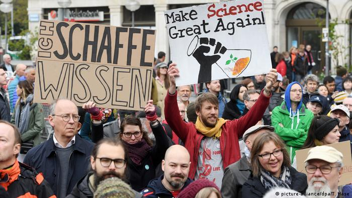 March for Science - München (picture-alliance/dpa/T. Hase)