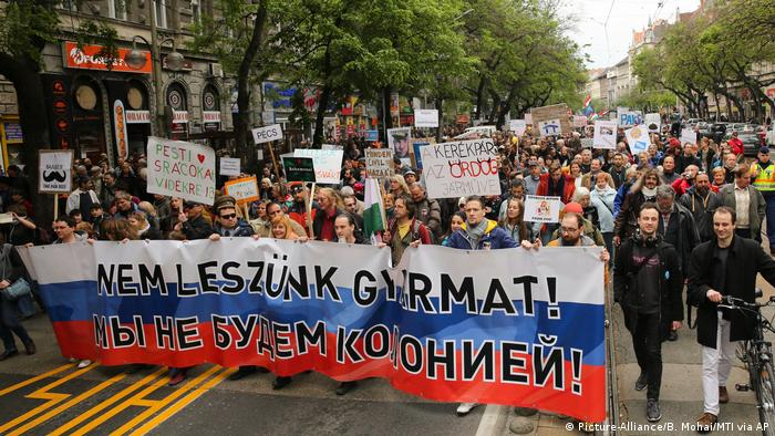 Ungarn Tausende demonstrieren in Budapest gegen Orbans (Picture-Alliance/B. Mohai/MTI via AP)