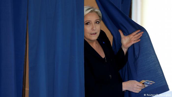 Frankreich Präsidentschaftswahl Marine Le Pen (Reuters/P. Rossignol)