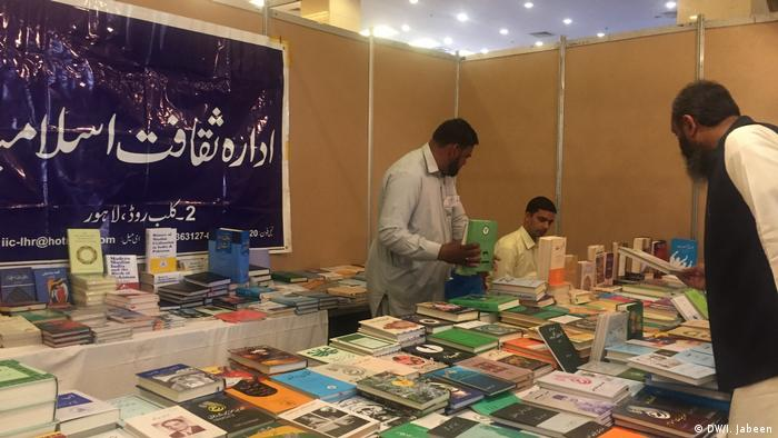 Pakistan Islamabad - National Book Festival (DW/I. Jabeen)