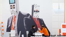 23.04.2017 Mitarbeiter sitzen am 23.04.2017 am Stand von Lovato Electric bei der Hannover Messe auf dem Messegelände in Hannover (Niedersachsen). Zur weltgrößten Industriemesse Hannover Messe vom 24. bis 28. April werden 6500 Aussteller erwartet. Partnerland ist im Jahr 2017 Polen. Foto: Friso Gentsch/dpa +++(c) dpa - Bildfunk+++   Verwendung weltweit