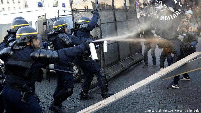 Frankreich Paris Präsidentschaftswahl Ausschreitungen (picture-alliance/AP Photo/K. Zihnioglu)