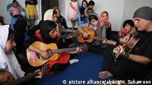 Gitarrenschule für Straßenkinder in Kabul