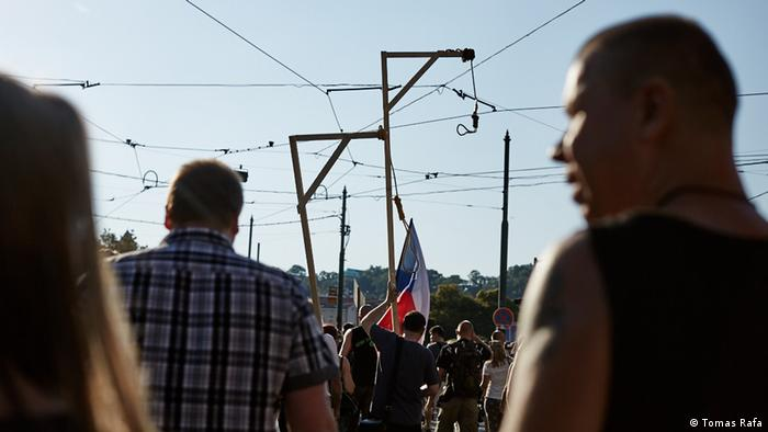 Tschechien Demonstration gegen Flüchtlinge, Islam und Europa in Prag (DW/J. Tomes)