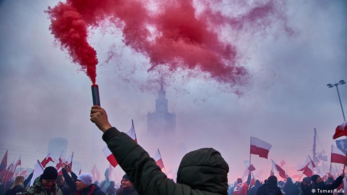 Aksi protes kelompok nasionalis menentang kebijakan pengungsi Uni Eropa di Warsawa.