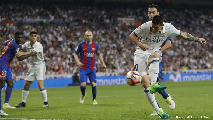 Fußball La Liga - Real Madrid - FC Barcelona 2:3 (picture-alliance/AP Photo/F. Seco)
