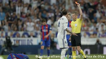Fußball La Liga - Real Madrid - FC Barcelona 2:3 (picture-alliance/AP Photo/D. Ochoa de Olza)